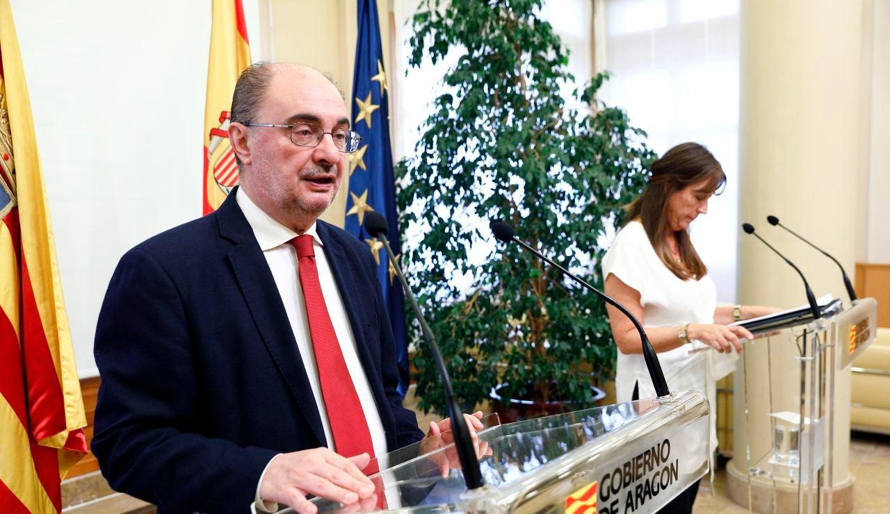 El presidente, Javier Lambán y la consejera de Sanidad, Sira Repollés.