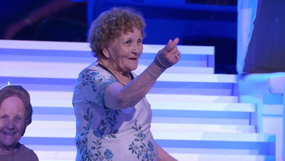 ¡Sexy Palmira! Así demuestra a Arturo Valls que está preparada para el pole-dance en '¡Ahora caigo!'