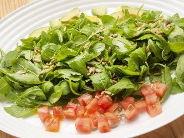 Receta de ensalada de rúcula, tomate y aguacate