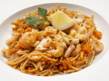 La receta de fin de semana de Karlos Arguiñano: fideuá con calamar y gambas