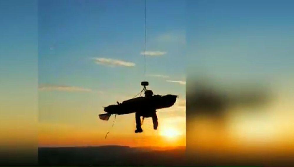 El espectacular rescate en helicóptero a un montañero tras pasar la noche en una sima del País Vasco