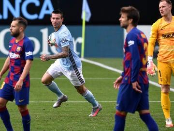 Los jugadores del Celta celebran un gol ante el Barcelona