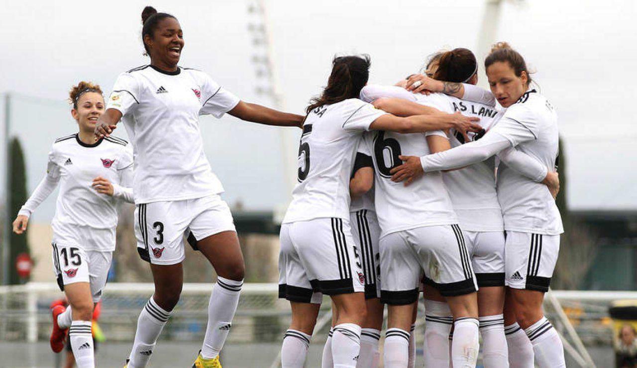 Las jugadoras del CD Tacón celebran un gol