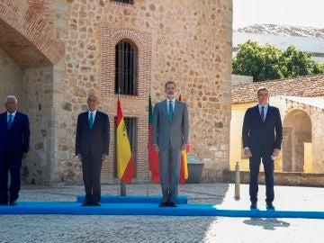 Pedro Sánchez, el rey Felipe VI , junto con presidente portugués, Marcelo Rebelo de Sousa, y el primer ministro luso, Antonio Costa