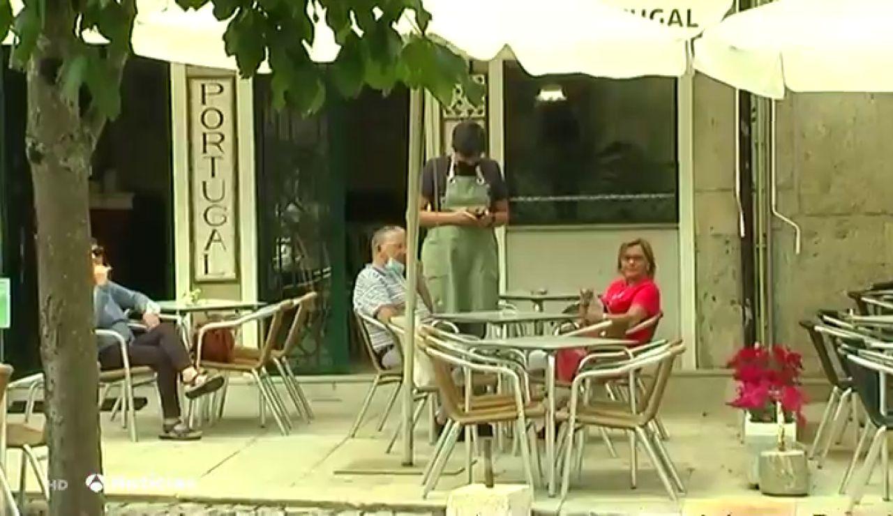 Los comerciantes de Tui celebran la reapertura de la frontera con Portugal