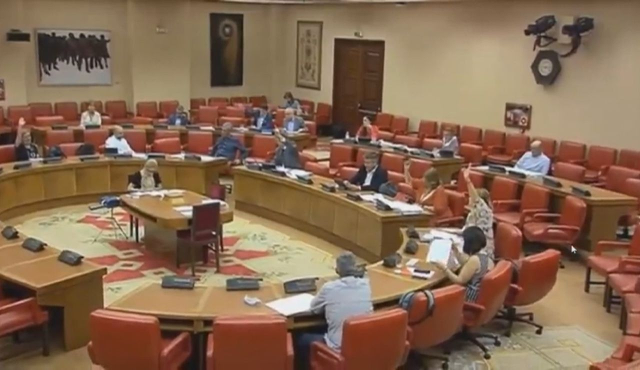 Críticas al PSOE por repetir la votación