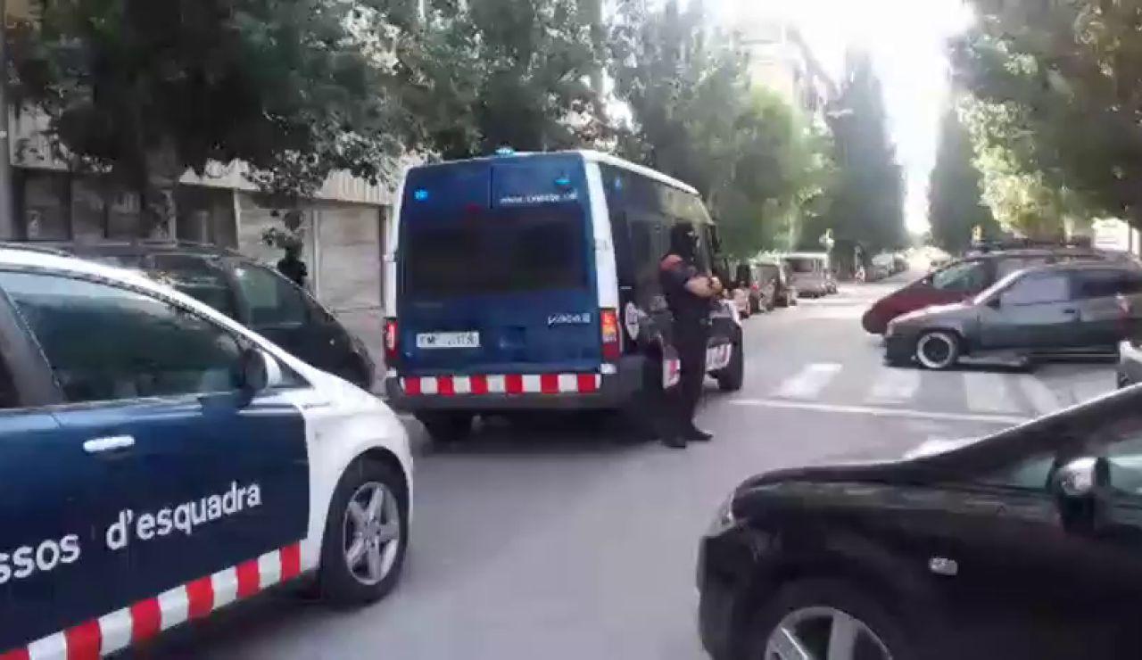 Medio millar de mossos despliegan una operación contra un violento clan familiar en Barcelona