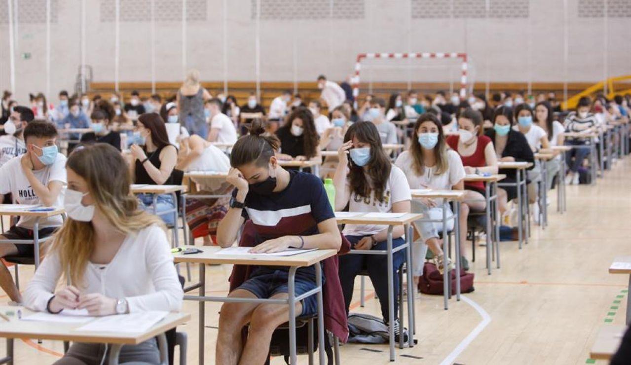 Selectividad 2020: alumnos realizando el examen