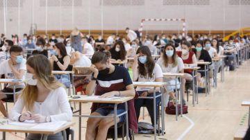 Imagen de archivo: Selectividad 2020, alumnos realizando el examen