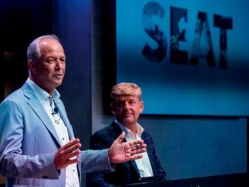 El presidente de Seat, Carsten Isensee, junto al vicepresidente comercial de Seat y consejero delegado de Cupra, Wayne Griffiths