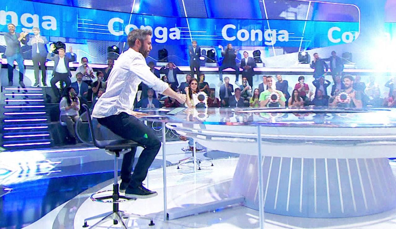 Un movimiento de culo nunca visto de Roberto Leal para bailar la 'Conga' en 'La Pista'