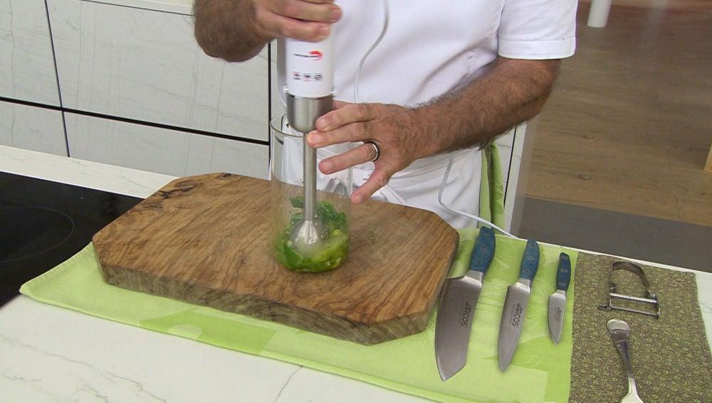 La receta del aceite de albahaca perfecto para aliñar cualquier ensalada