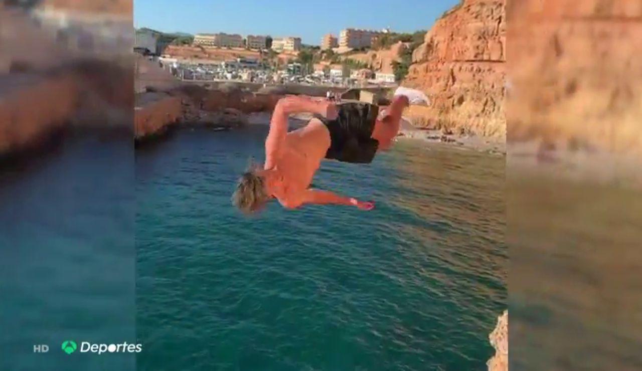 El espectacular entrenamiento de Thibault Magnin, esquiador freestyle español, en los acantilados de Mallorca