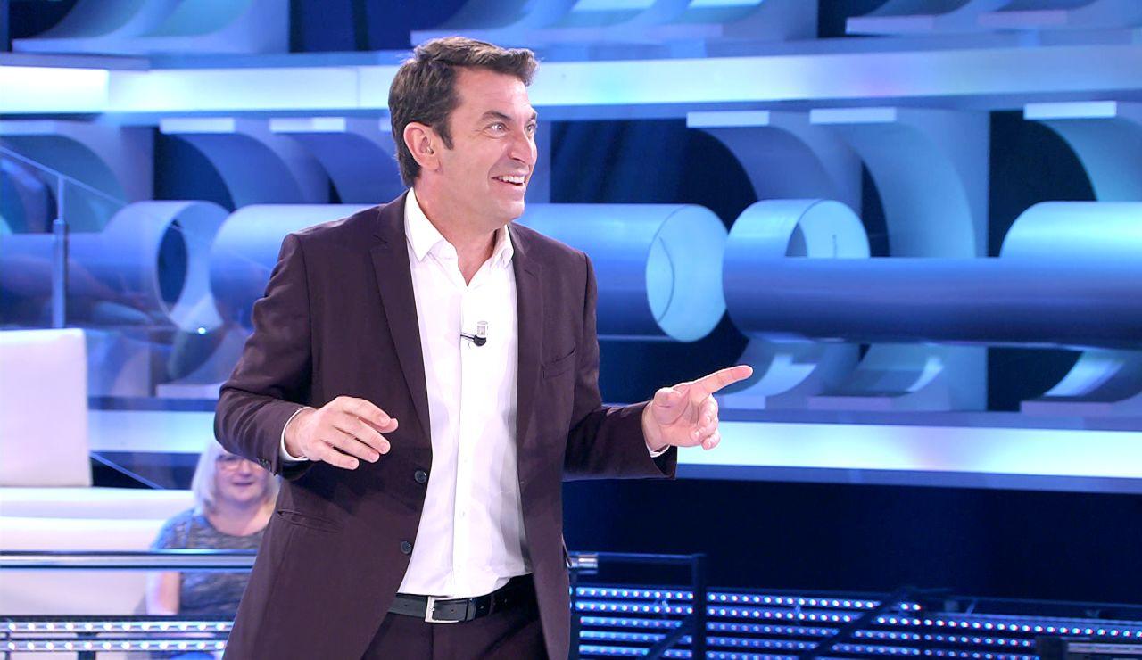 """""""¡No te lo permito!"""": El insólito motivo por el que Arturo Valls no quiere dejar a un concursante que se plante en '¡Ahora caigo!'"""