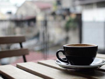 Pide un café y le ponen una inesperada tapa