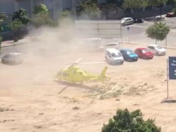 Un helicóptero de Emergencias de Alicante que trasladaba a pacientes graves, obligado a aterrizar en un descampado