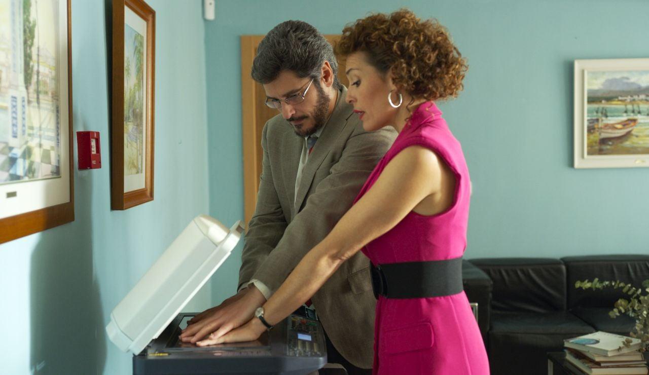 Tony intenta convencer a Xavi de que se declare, este domingo en el sexto capítulo de 'Benidorm'