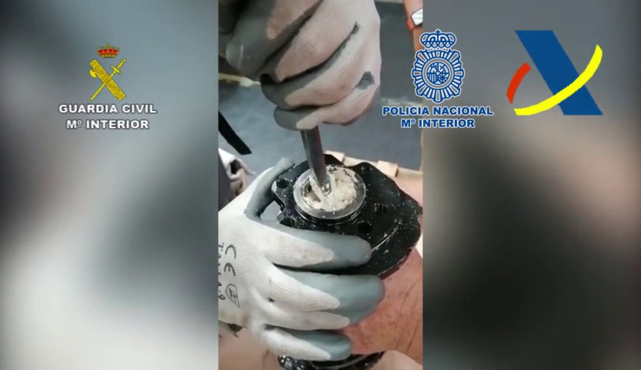 Tres horas tardó la Guardia Civil en sacar diez kilos de cocaína del interior del motor de un coche