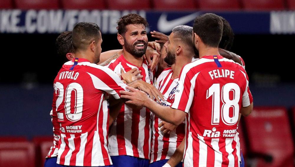 Los jugadores del Atlético de Madrid celebran el gol de Diego Costa
