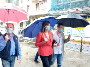 Idoia Mendia acude a votar en Bilbao
