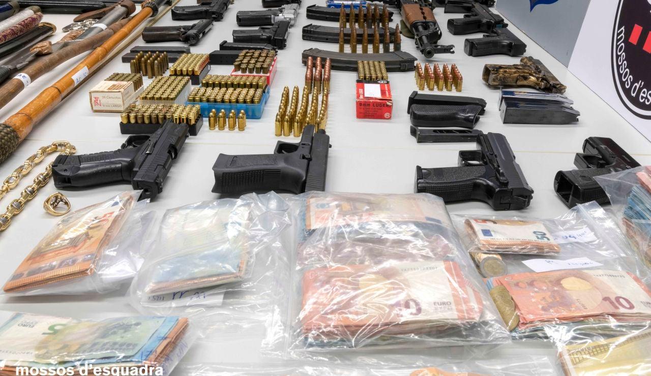 Los Mossos detienen a 28 personas relacionadas con el tráfico de drogas y el robo con fuerza en Barcelona