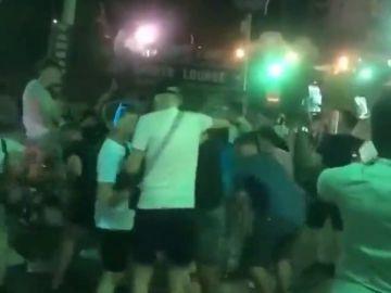 Cientos de jóvenes se juntan en Palma sin respetar las medidas para evitar el contagio de coronavirus