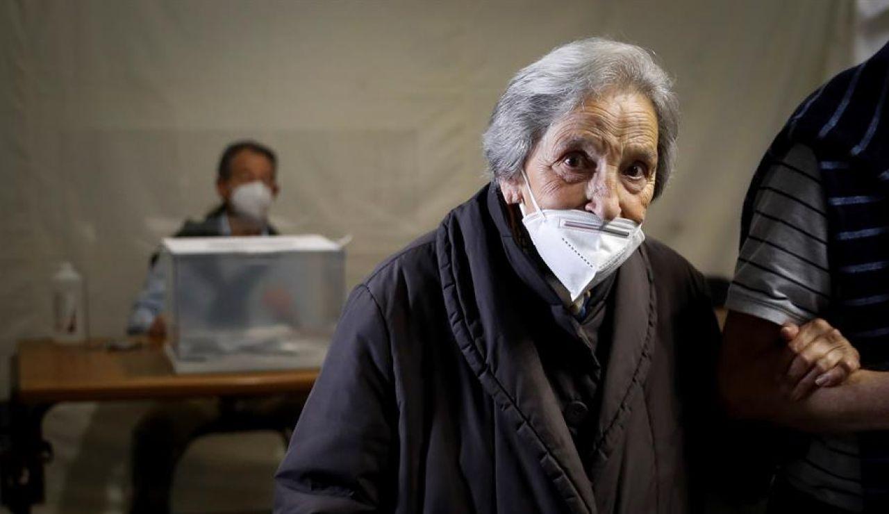 Juana, con 100 años, tras ejercer su derecho al voto en las elecciones vascas 2020