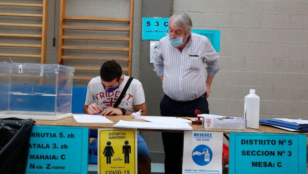 Una mesa electoral en un colegio electoral de Durango