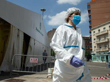 Una profesional sanitaria en Lleida