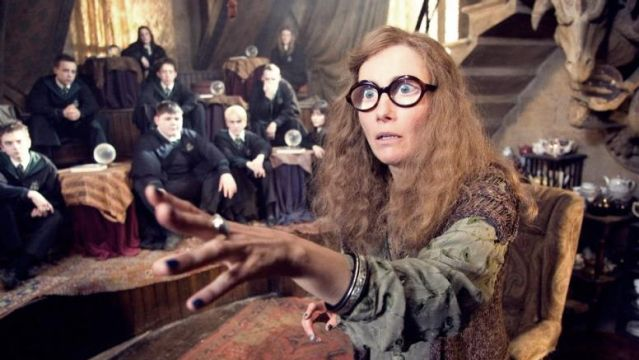 La profesora Trelawney en 'Harry Potter' interpretada por Emma Thompson
