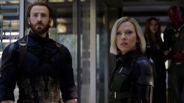 Scarlett Johansson y Chris Evans como Viuda Negra y Capitán América