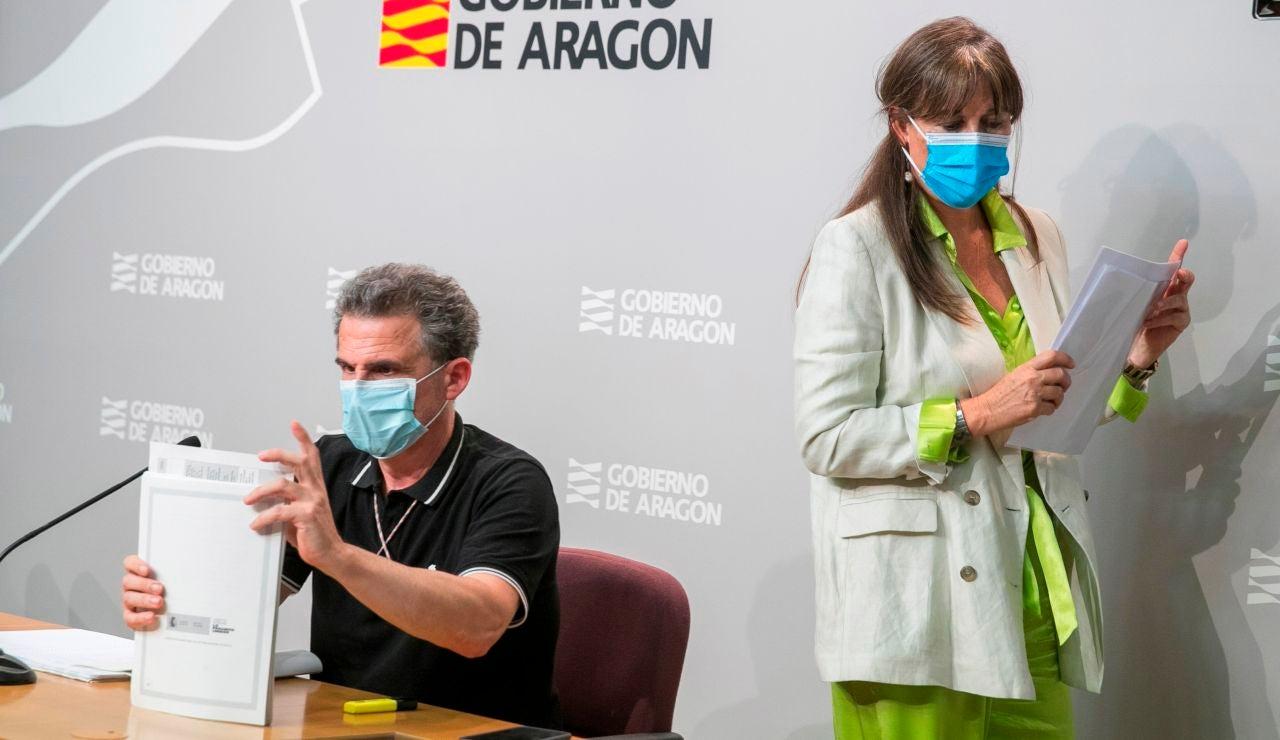La consejera de Sanidad del Gobierno de Aragón, Sira Repollés, y el director general de Salud Pública, Francisco Javier Falo