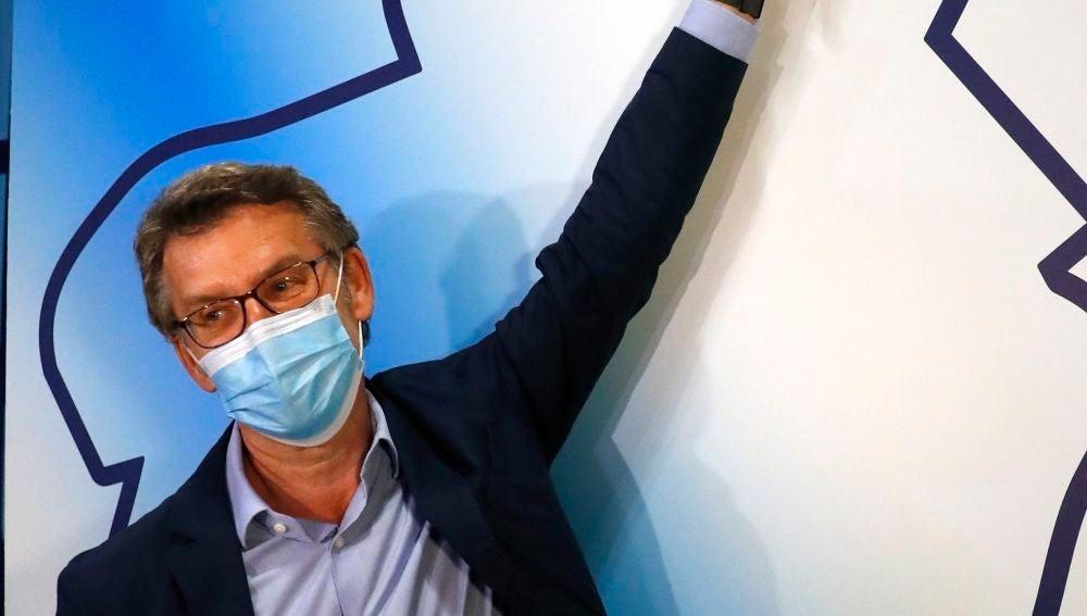 Alberto Núñez Feijóo celebra su victoria en las elecciones gallegas