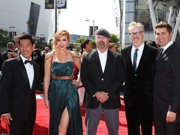 Grant Imahara a la izquierda de la imagen junto a sus compañeros de 'Cazadores de mitos'