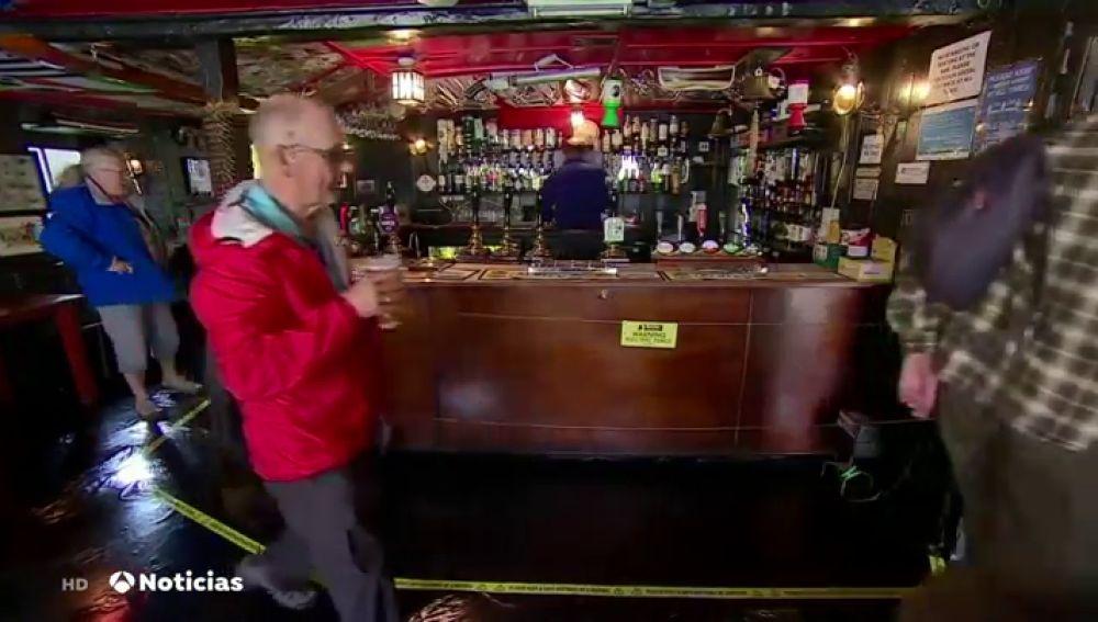 Valla electrificada en un pub de Reino Unido