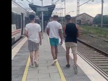 Tres jóvenes agreden a un revisor de Renfe en Girona