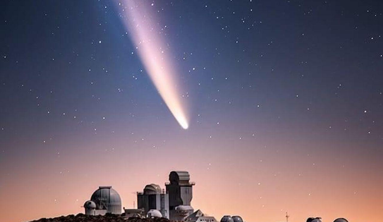 El cometa Neowise captado sobre el Teide. Foto del astrofotógrafo Daniel López. Canarias