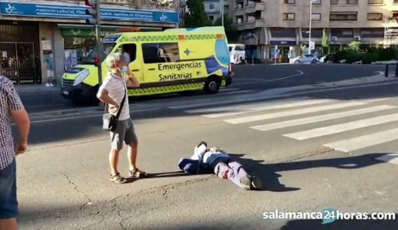 Se tumba en medio de un cruce en Salamanca y es retirado a la fuerza