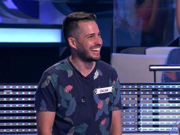 Arturo Valls se pica con un concursante en un hilarante duelo de chistes en '¡Ahora caigo!'