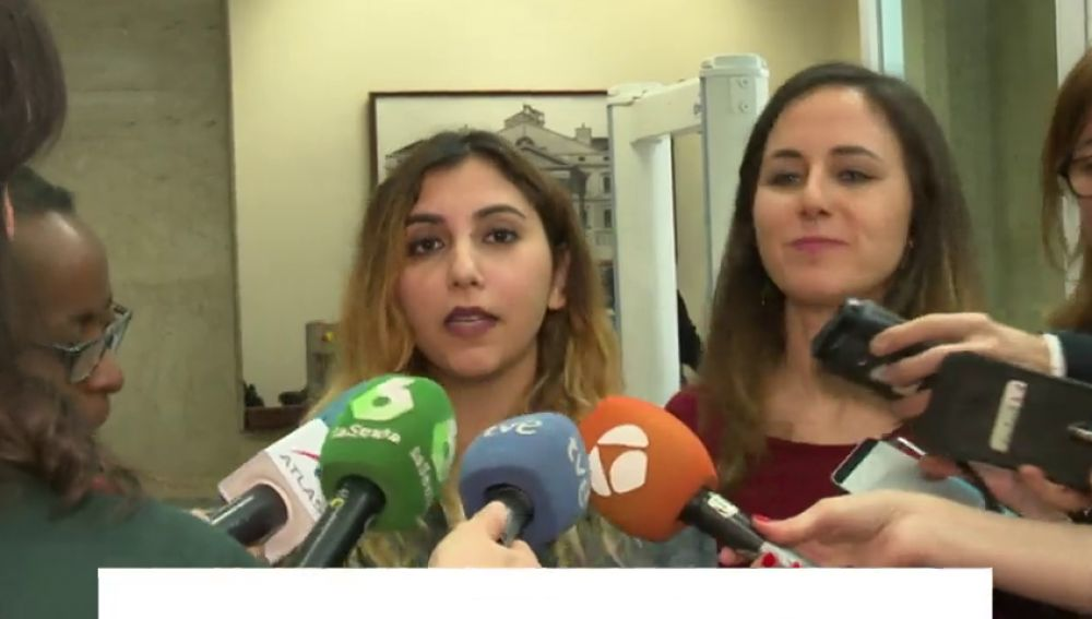¿Difundió Dina Bousselham los mensajes de su móvil mientras Podemos señala a las 'cloacas' del Estado?