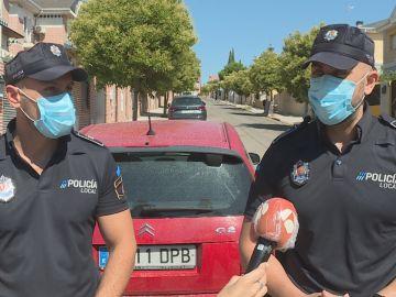 Dos policías salvan la vida de un bebé que se ahogaba tras atragantarse con leche materna en Madrid