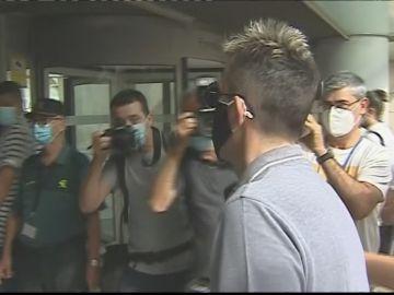 La tensa llegada de los hermanos de Antonio Anglés, condenado por el crimen de Alcàsser, al juicio por extorsión
