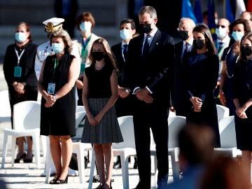 La Familia Real durante le homenaje de Estado a las víctimas por el coronavirus