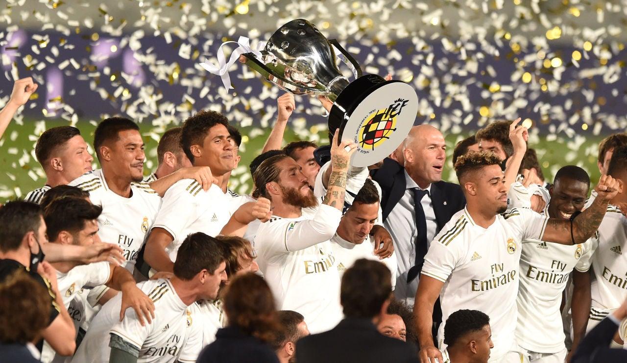 El Real Madrid se proclama campeón de Liga tras la victoria ante el Villarreal con doblete de Benzema