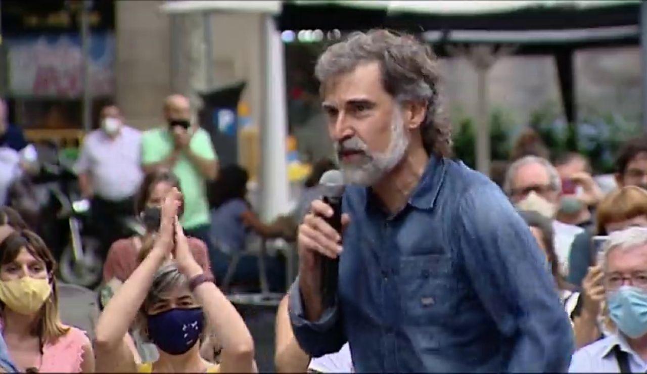 """Un grupo de independentistas reciben a los presos del 'procés' con el grito """"lo volveremos a hacer"""""""