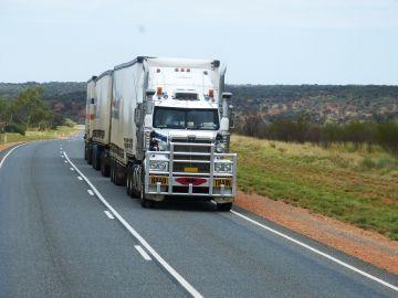 Camión de mercancías en una carretera