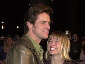 Jim Carrey junto a Renée Zellweger en el año 2000