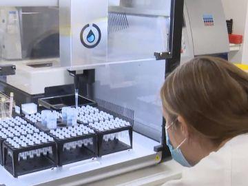 El robot del millón de test de coronavirus al mes