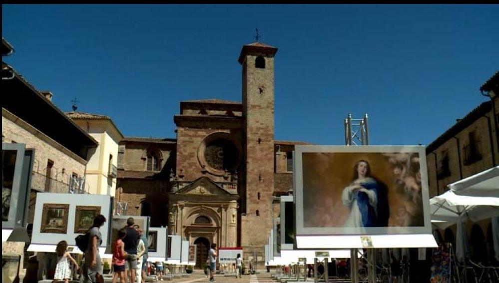 La plaza mayor de Sigüenza junta obras de arte para luchar contra el COVID-19