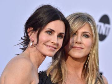 Las actrices  Courteney Cox junto a Jennifer Aniston intentan concienciar del uso de la mascarilla a través de sus perros